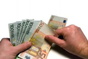 Peniaze na ruku prinášajú isté nevýhody