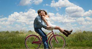 Mladomanželia na bicykli